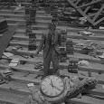 Rod Serling, con l'aiuto di scrittori del calibro di Ray Bradbury, ha creato una serie televisiva che ha influenzato molto le tematiche e le trame del cinema. Vediamo insieme quale fu la sua rivoluzione, cominciata nel 1959...