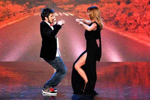 """La coppia Ruffini-Rodriguez, conduttori di """"Colorado Cafè"""", mentre intrattiene il pubblico con un siparietto."""