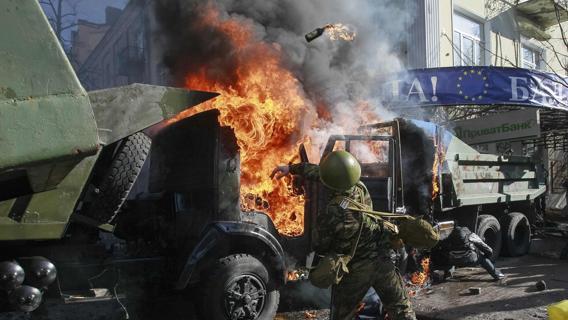 Scontri a Kiev, foto di ieri mattina.