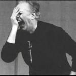 """Dario Fo si esibisce nel """"Mistero Buffo"""" del 1969."""